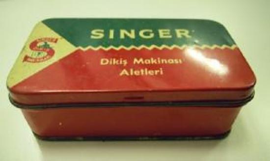 SINGER DİKİŞ MAKİNASI ALETLERİ TENEKE KUTU