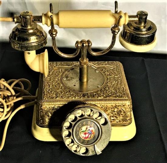 1970 Lİ YILLAR CEVİRMELİ MEKANİK  BAKALİT VE BRONZ KARIŞIMI CEVİRMELİ AHİZELİ TELEFON