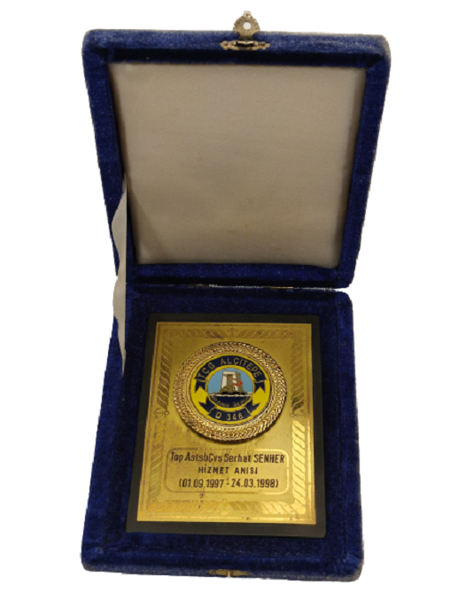 1997-1998 TCG ALÇITEPE GEMİSİ TOP.STSBCVŞ SERHAT SENHER HİZMET ANISI PLAKETİ ORJİNAL KUTUSUNDA